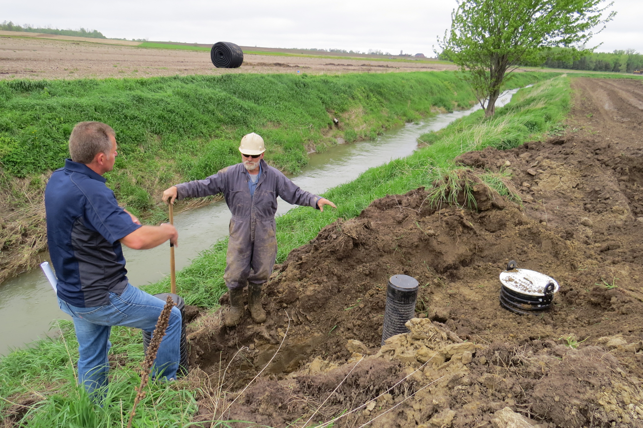Controlled drainage installation